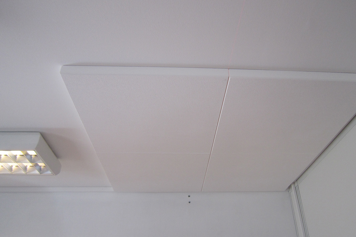 Lyddempende plater i taket